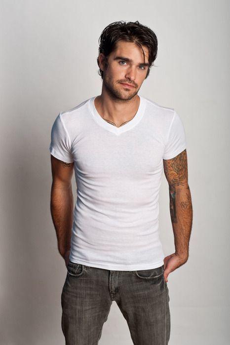 メンズファッションの標準装備「無地Tシャツ」のおすすめコーデ:これからの季節はこれで決まり! 4番目の画像