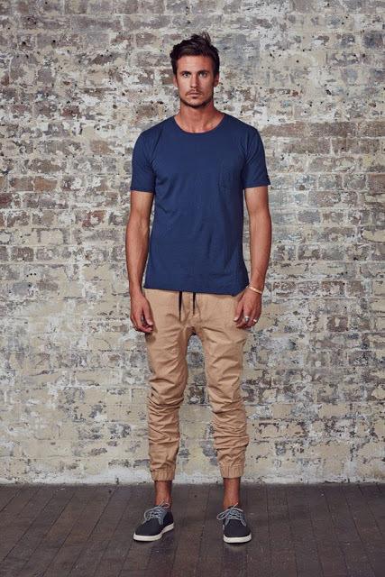 メンズファッションの標準装備「無地Tシャツ」のおすすめコーデ:これからの季節はこれで決まり! 12番目の画像