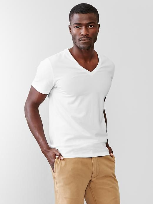 メンズファッションの標準装備「無地Tシャツ」のおすすめコーデ:これからの季節はこれで決まり! 16番目の画像
