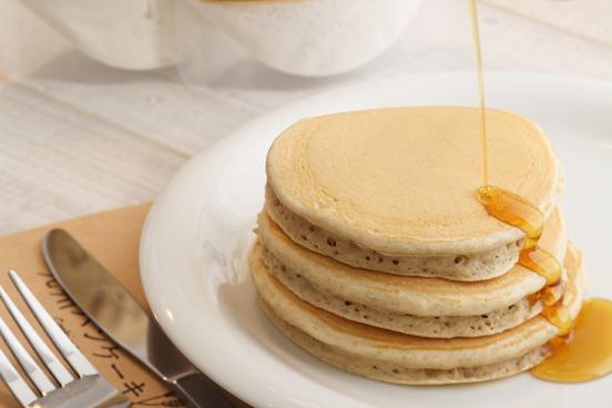 """元寿司屋・村岡浩司が生み出した大人気「九州パンケーキ」に迫る。使うだけで繁盛する""""魔法の粉""""とは 1番目の画像"""