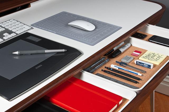 仕事がはかどる「デスク整理術」:できる男のデスクは、自分だけのオフィスビルだと思え。 5番目の画像