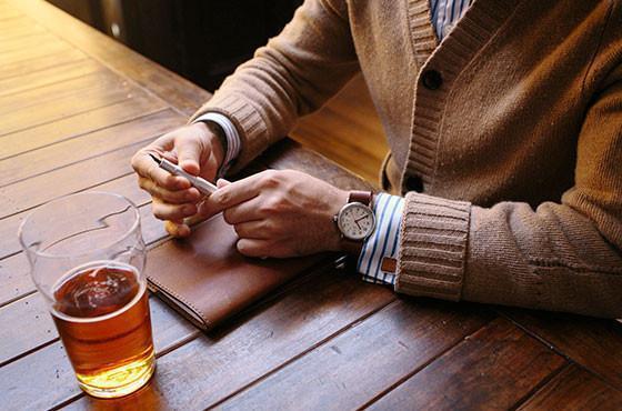 """気品漂うおすすめな5つの「革手帳」:""""革を育てる""""という贅沢な趣向をビジネスシーンで楽しめ。 1番目の画像"""