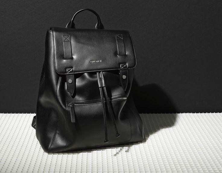 スタイリッシュで機能的な「ディーセルのメンズバッグ」:5つのタイプ別人気バッグ 1番目の画像