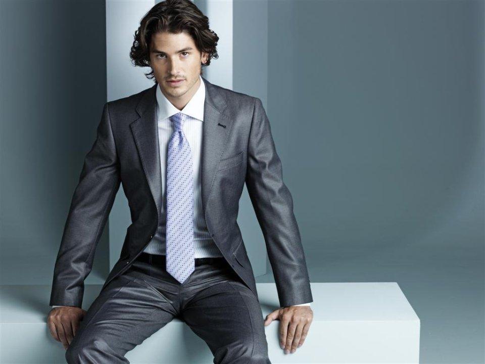 新卒は高いスーツを着てはいけない? それぞれの相場から見えてくる、今の自分に適したスーツの選び方 1番目の画像