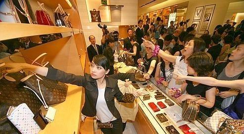 """""""明暗分けるは中国?"""" 「絶対王者・ディズニー」に迫り来る「不屈の挑戦者・USJ」の価格戦略とは 2番目の画像"""