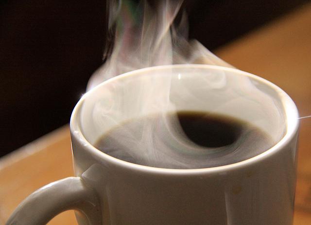 カフェインには「過剰摂取」の危険アリ:あなたは一日何杯コーヒーを飲みますか? 1番目の画像