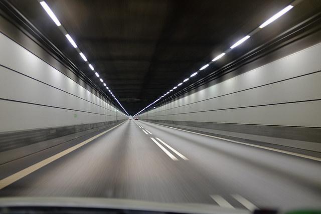"""""""おひとりさまドライブ""""を堪能:高速道路の難所とその先にあるご褒美ドライブスポット 1番目の画像"""