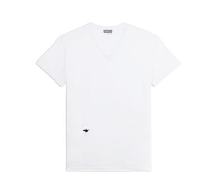 """シンプルこそおしゃれの極み:""""白Tシャツ""""で大人の余裕を見せつけろ! 3番目の画像"""