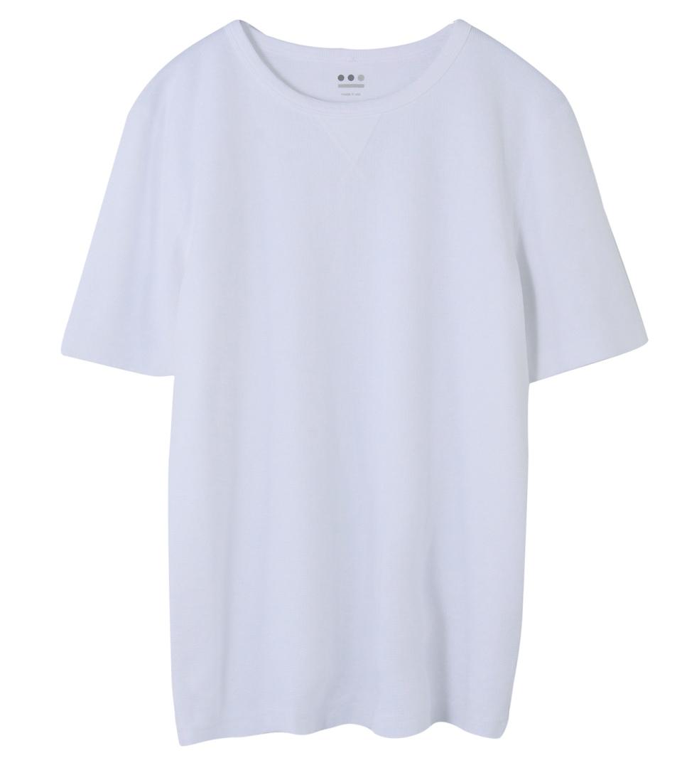 """シンプルこそおしゃれの極み:""""白Tシャツ""""で大人の余裕を見せつけろ! 6番目の画像"""