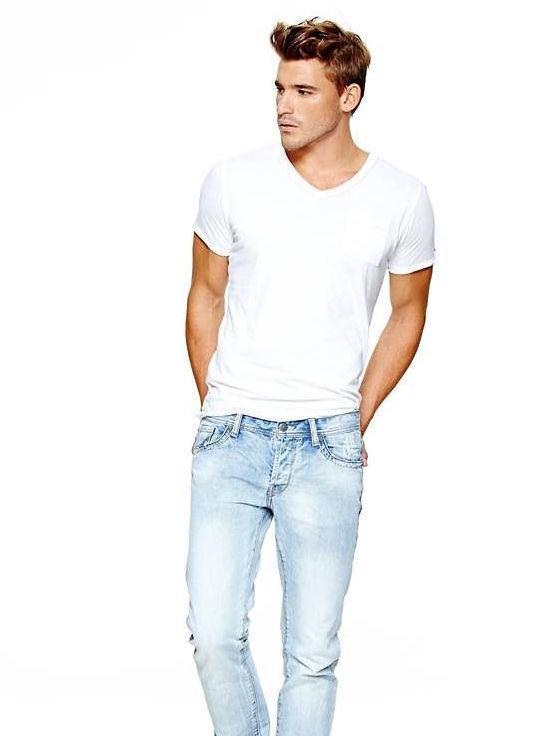 """シンプルこそおしゃれの極み:""""白Tシャツ""""で大人の余裕を見せつけろ! 7番目の画像"""