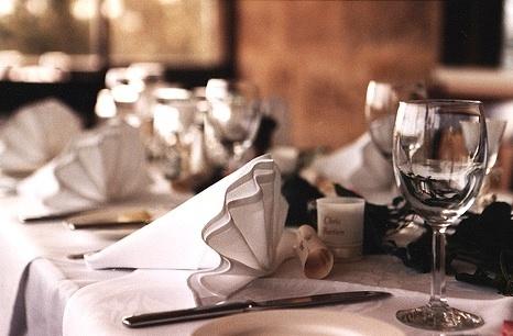 円卓の上座はどこ? これだけは覚えておきたい「国別料理の上座&テーブルマナー」 1番目の画像
