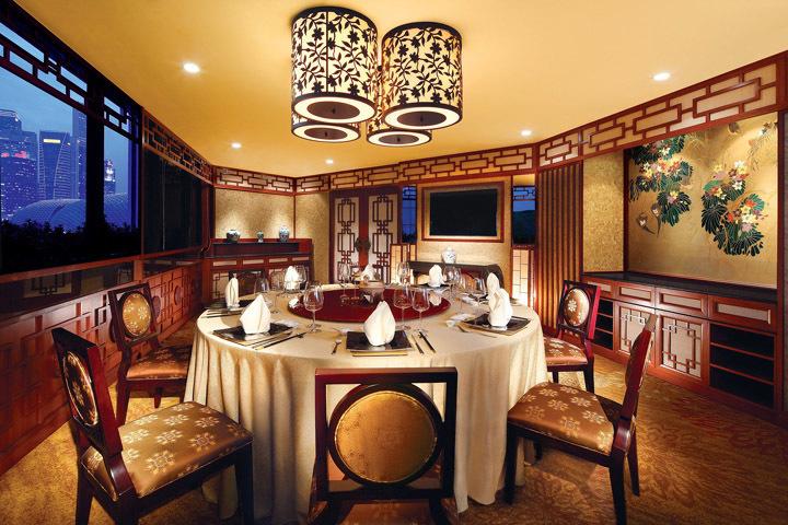 円卓の上座はどこ? これだけは覚えておきたい「国別料理の上座&テーブルマナー」 5番目の画像