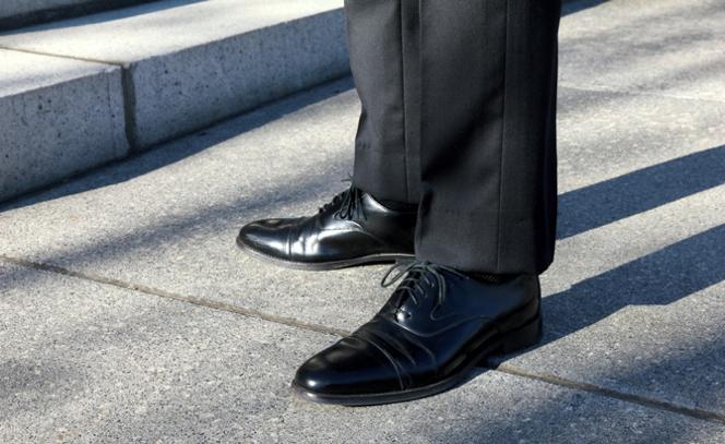 ビジネススーツのマナー! スーツと靴の色の合わせ方を知ろう! 1番目の画像