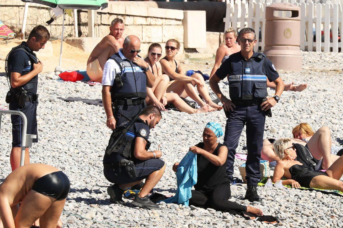 """ムスリム女性の「ブルキニ禁止」は反イスラムの表れ? """"自由の国""""フランスが抱える矛盾 1番目の画像"""