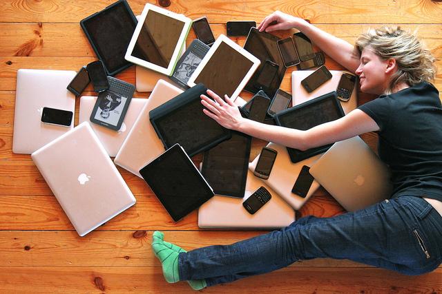 西田宗千佳のトレンドノート:「対スマホ」でなく「スマホ共存」が家電のトレンド 1番目の画像