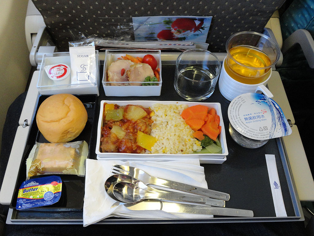 """エコノミークラスでさえ""""空飛ぶレストラン""""!? 世界の航空会社がしのぎを削る人気機内食ランキング 6番目の画像"""