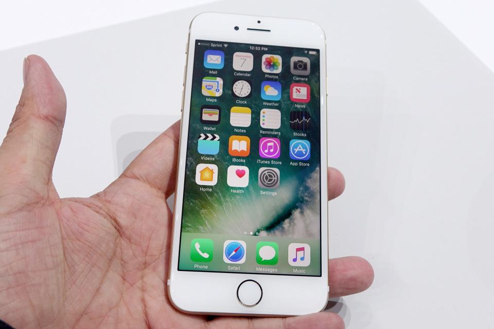 西田宗千佳のトレンドノート:日本が「最恵国待遇」に? 相半ばする「iPhone 7」の戦略 2番目の画像