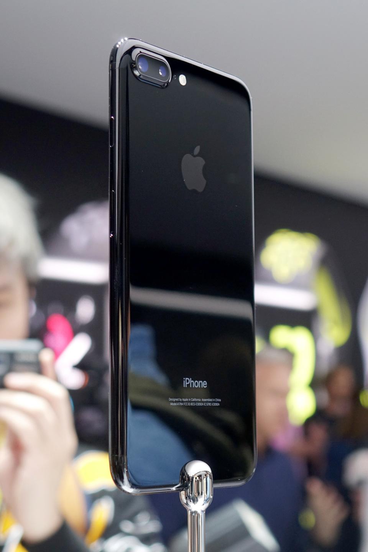 西田宗千佳のトレンドノート:日本が「最恵国待遇」に? 相半ばする「iPhone 7」の戦略 4番目の画像