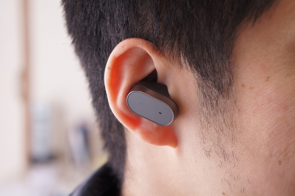 "LINEも""音声""で返信できる! スマートプロダクト第1弾「Xperia Ear」を使ってみた 1番目の画像"