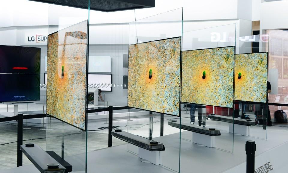 西田宗千佳のトレンドノート:2017年が「OLEDテレビイヤー」になった理由 1番目の画像