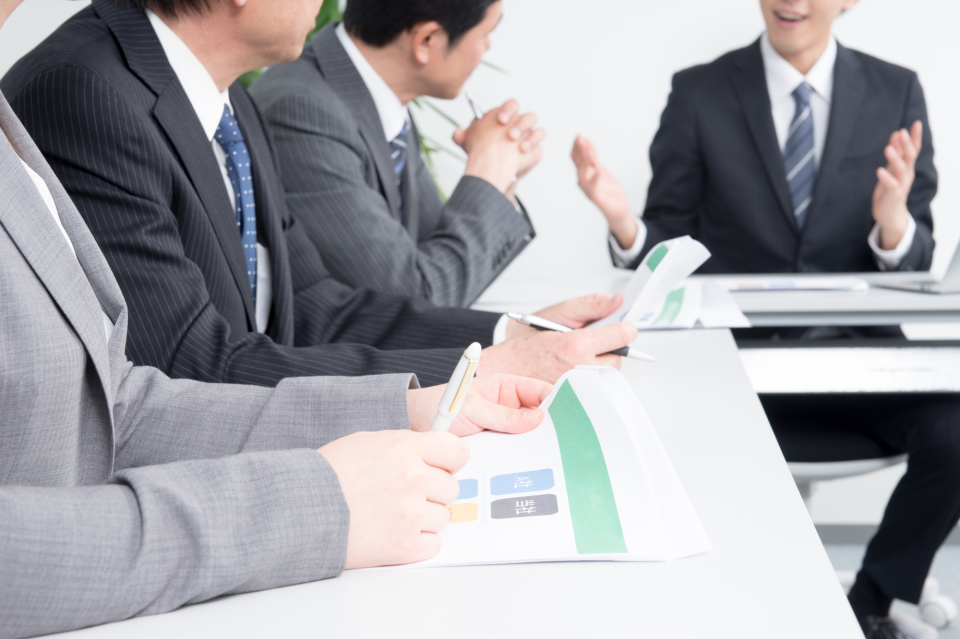 その「常識」は本当に正しい?日本社会に浸透するビジネスマナー・しぐさを検証してみる 1番目の画像