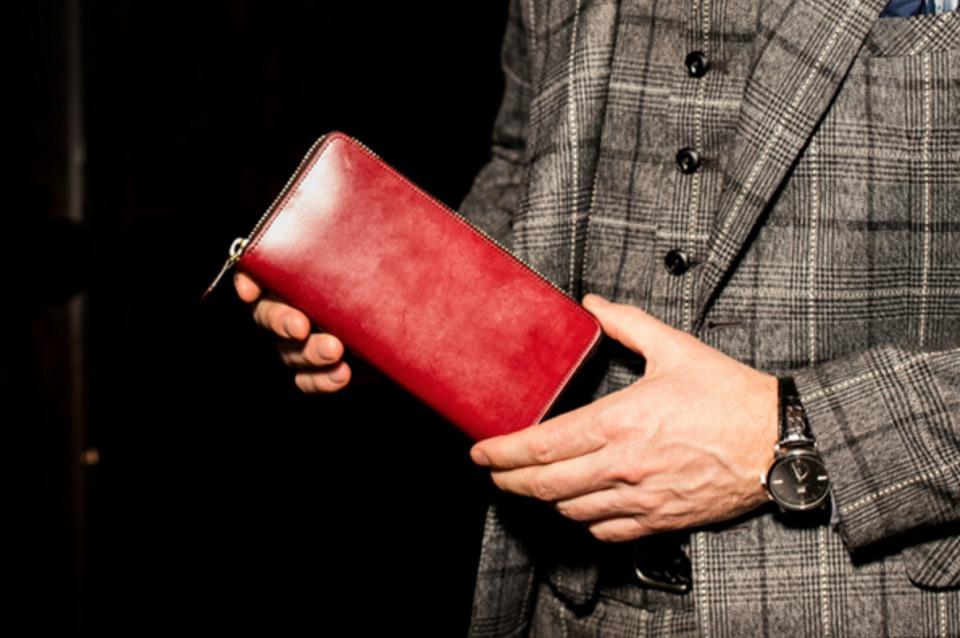 春に買い替えて「張る財布」! 男をアゲる革財布の国産5ブランド 1番目の画像