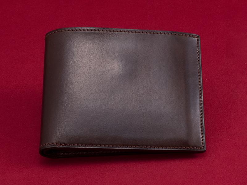 春に買い替えて「張る財布」! 男をアゲる革財布の国産5ブランド 11番目の画像