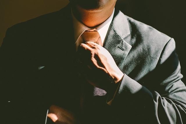 ブリーフケースは時代遅れ?5万円以内で買えるスーツに合うビジネスバックパック5選 2番目の画像
