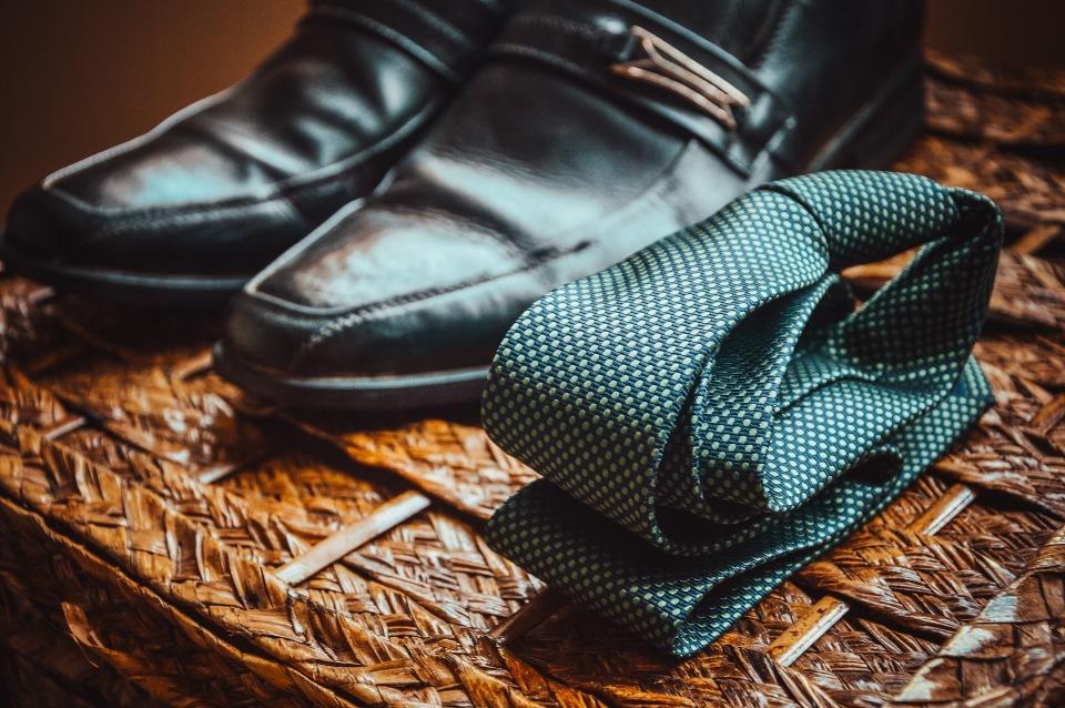 ネクタイがパフォーマンス向上に貢献!シーンで使い分ける正しいネクタイの色選び 1番目の画像
