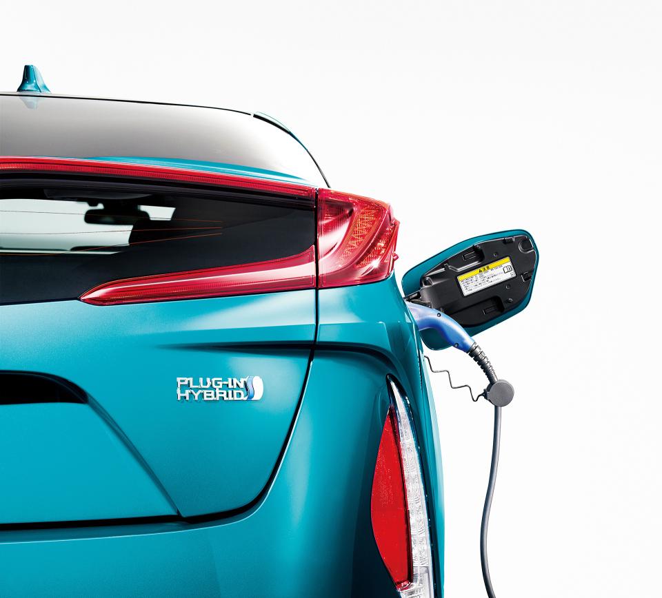 次世代環境車の大本命! 世界初となる大型ソーラーパネル搭載のトヨタ「プリウスPHV」誕生 5番目の画像