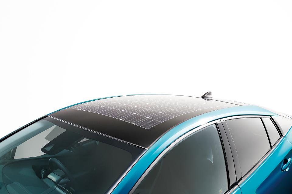 次世代環境車の大本命! 世界初となる大型ソーラーパネル搭載のトヨタ「プリウスPHV」誕生 6番目の画像
