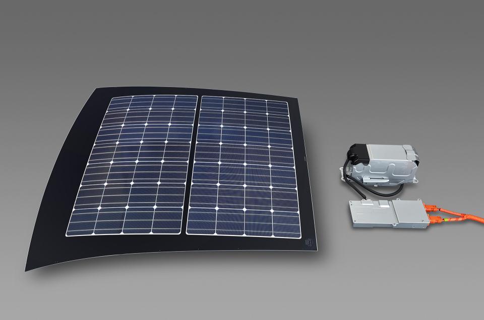 次世代環境車の大本命! 世界初となる大型ソーラーパネル搭載のトヨタ「プリウスPHV」誕生 7番目の画像