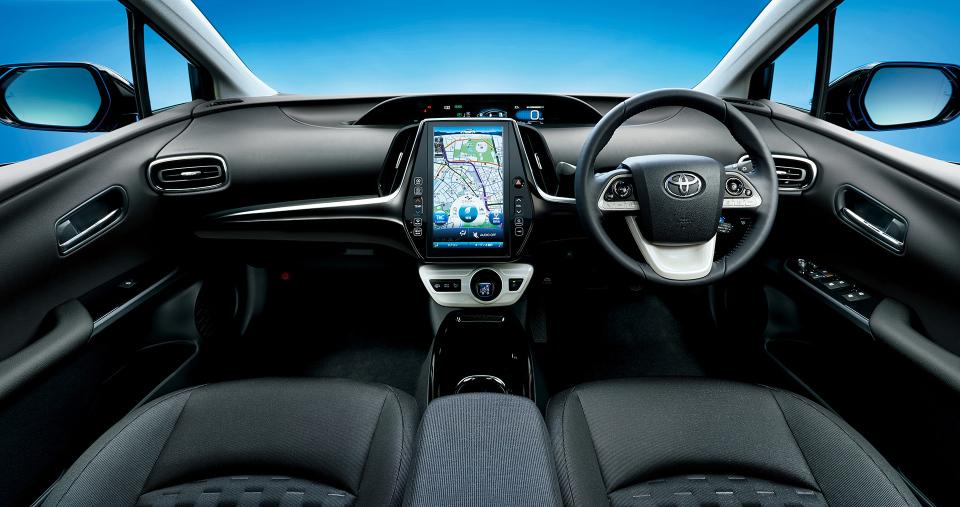 次世代環境車の大本命! 世界初となる大型ソーラーパネル搭載のトヨタ「プリウスPHV」誕生 9番目の画像
