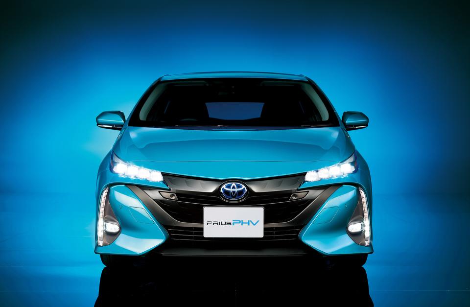 次世代環境車の大本命! 世界初となる大型ソーラーパネル搭載のトヨタ「プリウスPHV」誕生 11番目の画像