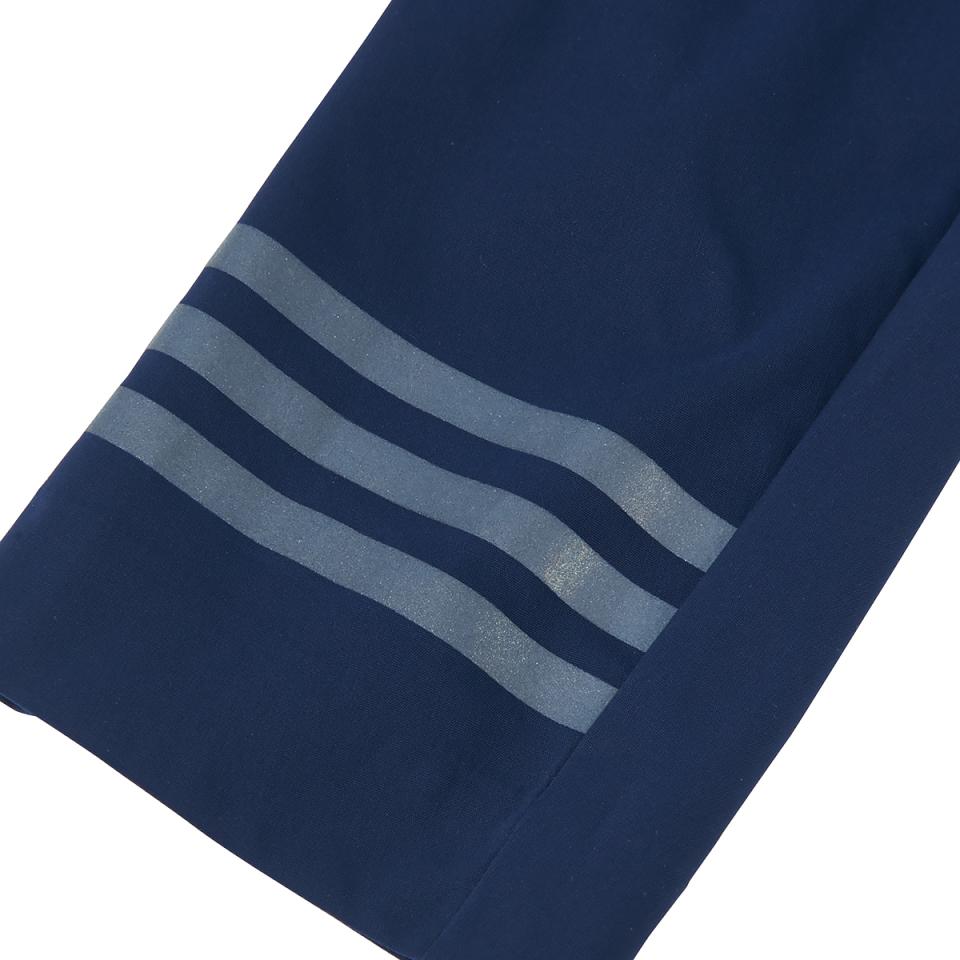 ハイテク系スニーカーと合わせて都会的なスーツスタイル:「アディダス」×「イセタンメンズ」がコラボ 5番目の画像