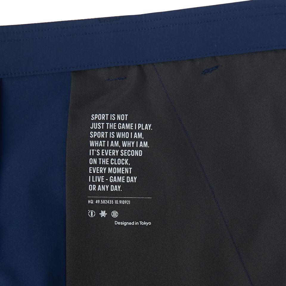 ハイテク系スニーカーと合わせて都会的なスーツスタイル:「アディダス」×「イセタンメンズ」がコラボ 6番目の画像