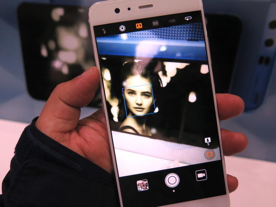 世界最大のモバイル展示会「MWC 2017」で日本発売が期待されるスマートフォンを速攻レビュー! 10番目の画像