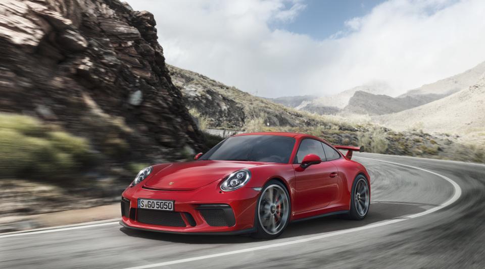 まるで公道を走るレーシングカー! ポルシェの新型「911 GT3」はモンスターマシンだった!! 1番目の画像