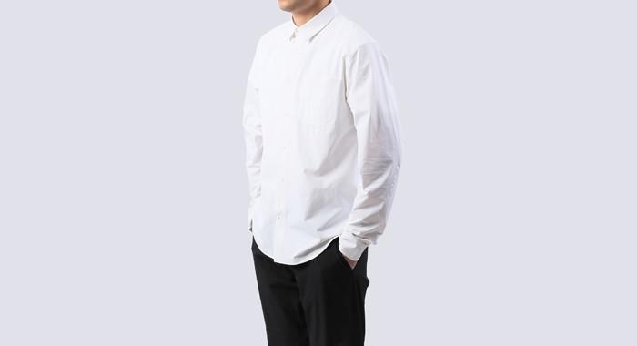 THE NORTH FACEのシーンレスな高機能シャツはオンもオフも、きちんと着やすい。 2番目の画像