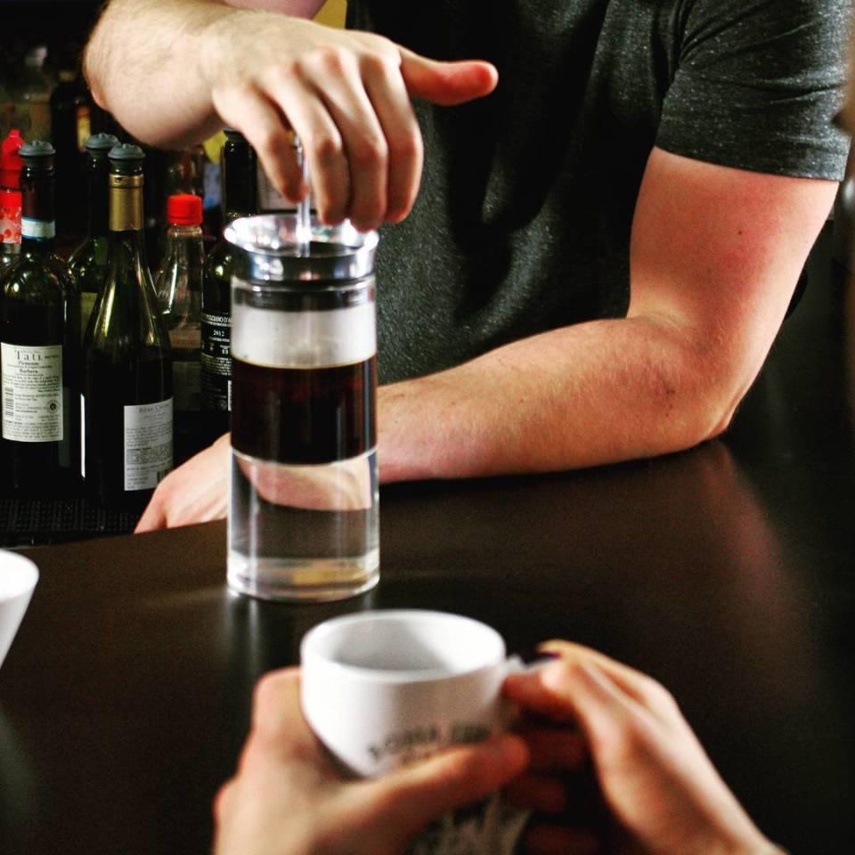出勤前にホッと一息。3ステップで本格コーヒーを淹れる「American Press」 1番目の画像