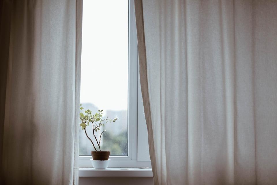 部屋が七色に変わるカーテンの色選び。カーテンの色でワンランク上の部屋作りを 8番目の画像
