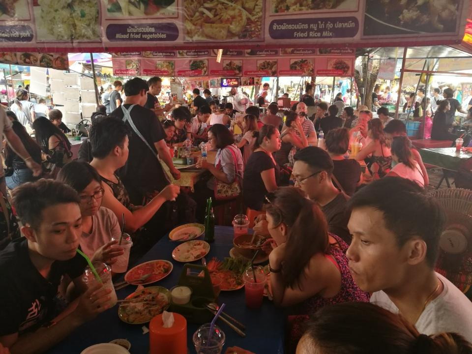 1万店舗以上が連なる、タイで開催された世界最大級のウィークエンドマーケット「JJ」に行ってきた! 11番目の画像