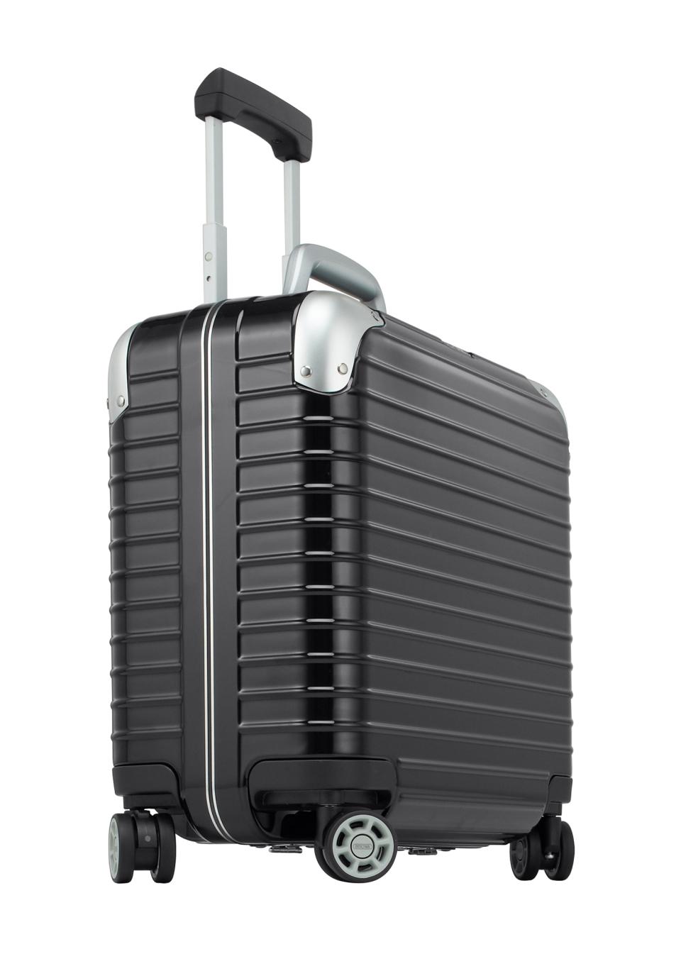 """""""ジュラルミン""""を超えるリモワ史上最強のプレミアム スーツケース3モデル 1番目の画像"""