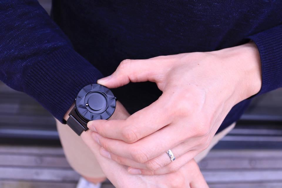 """""""時間を見る""""という固定概念を捨てる。EONEの新作腕時計「BRADLEY ELEMENT」 3番目の画像"""