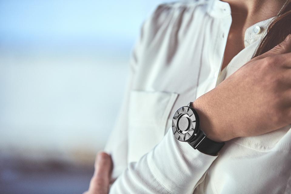 """""""時間を見る""""という固定概念を捨てる。EONEの新作腕時計「BRADLEY ELEMENT」 1番目の画像"""