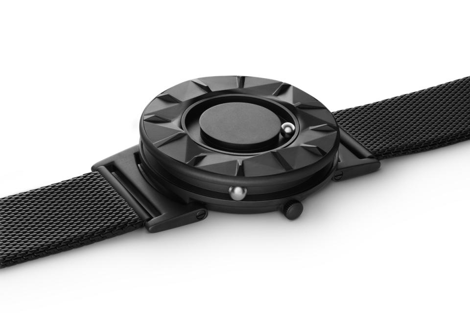 """""""時間を見る""""という固定概念を捨てる。EONEの新作腕時計「BRADLEY ELEMENT」 5番目の画像"""