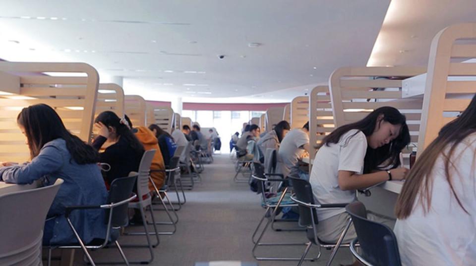 畳んでひねるだけの「LEVIT8」:スタンディングデスクで健康的なビジネスパーソンへ 2番目の画像