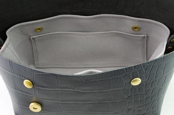 ジャパンメイドの品質とデザイン。ビジネススタイルにも馴染むUni&co.のメッセンジャーバッグ 17番目の画像