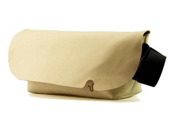 ジャパンメイドの品質とデザイン。ビジネススタイルにも馴染むUni&co.のメッセンジャーバッグ 19番目の画像