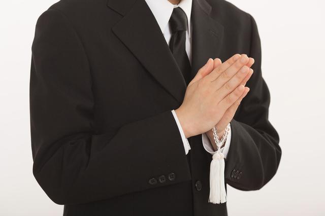 【厳粛な場に】お葬式でもOKなネクタイの結び方とマナー 1番目の画像